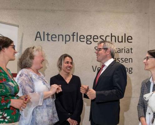 Sie freuen sich über die neue Kooperation zwischen der Altenpflegeschule Bergstraße und dem Hospiz-Verein Bergstraße. Von links: Swantje Goebel, Doris Kellermann, Stephanie Gast, Christian Engelhardt, Jeannette Bischer, Professor Albert Mühlum.